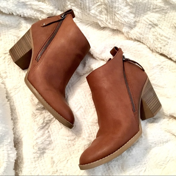 e17418765a79 DV by Dolce Vita Shoes - Women s DV Jameson Double Zip Booties